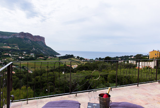 The blue room - The terrasse with the panoramic view of Cassis